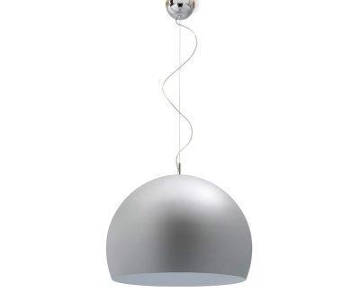 Paralume diffusore dalla forma semisferica realizzato in alluminio, leggero, resistente e facilmente riciclabile. L'altezza da soffitto è regolabile alla lunghezza desiderata tramite il filo metallico.
