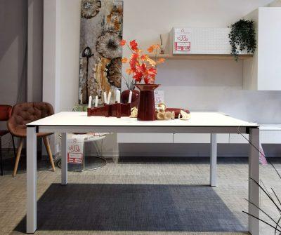 Piano in laminato hpl bianco 12mm e struttura in metallo bianco verniciato. Dimensioni cm 160x90, allungabile a 200x90cm